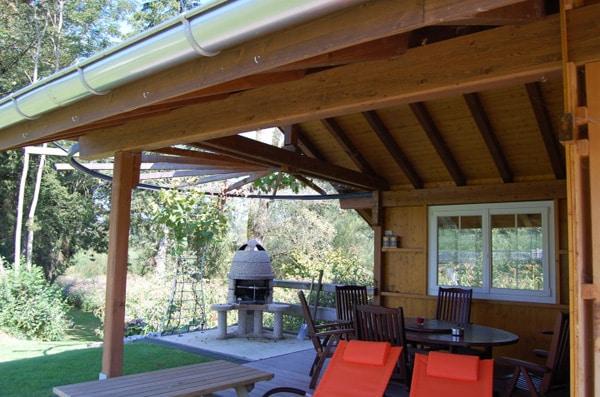 Vordach mit Pergola über Grillstelle