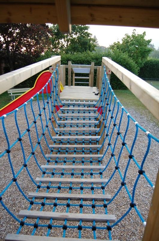spielplatzgeräte mit Hängebrücke