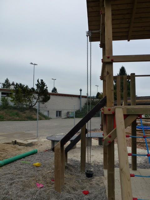 Spielplatzgeräte mit SPielhaus für Kinder