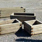Holzpflanzentroege und Blumenkisten für Hochbeet anlegen